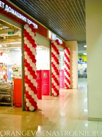 """Праздничное оформление шарами сети гипермаркетов """"Уютерра"""""""
