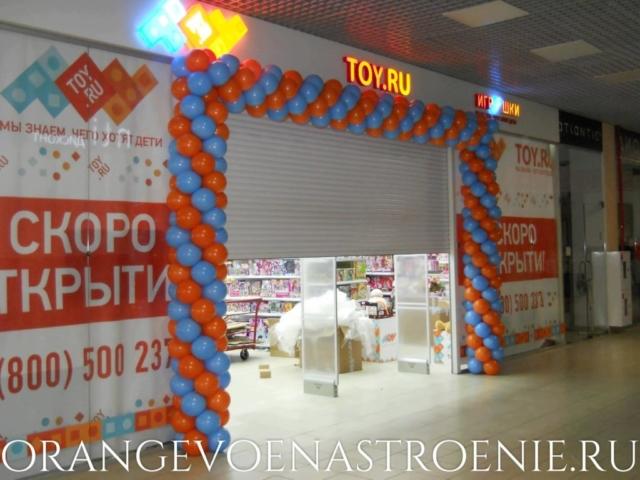 Шары на открытие магазина. украшение входной группы шарами.